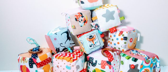 красиви кукли, кукли, ръчно изработени кукли, кукла, кукла от плат, играчки, играчка, детска играчка, сензорни играчки, ръчно ушити играчки, ръчно шити играчки, ръчно изработени играчки, подаръци, деца, играчки, плат, платове, пачуърк, памучни платове, дебела четвъртина, мъниста, аксесоари, фиби, фиба, детска диадема, шноли, диадеми, органайзери за фиби, лента за коса, детска лента за коса, панделки, сатенени ленти, кубчета, дрънкалки, детски играчки, онлайн магазин за играчки, онлайн играчки, онлайн кукли, раница, ранички